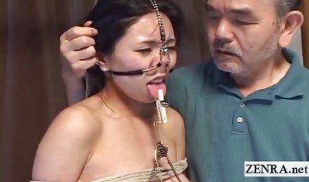게임의깊숙-더러운 무료 포르노에 젊은 여자 안마사 단계 닭고기 스트레스